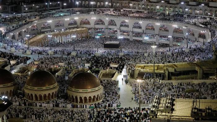 Jemaah haji Indonesia sudah menjejakkan kaki di Tanah Suci. Mereka telah berkumpul di Mekah untuk bersiap memulai puncak haji.
