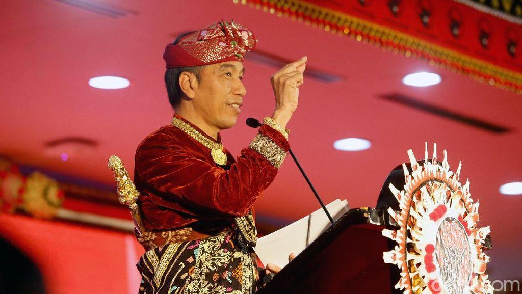 8 Momen Jokowi Berbaju Adat Seperti Saat Hadir di Kongres PDI-P