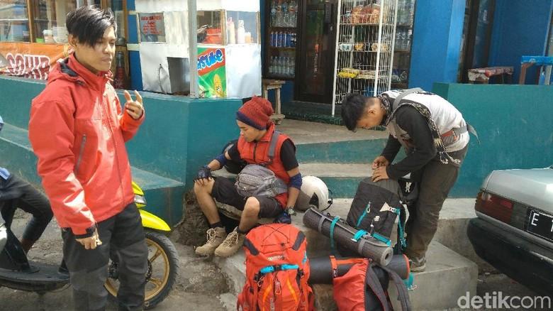 Cerita Pendaki Nyaris Terjebak Kebakaran di Puncak Gunung Ciremai