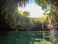 Saking cantiknya To Sua Ocean Trench mendapat julukan kolam alam paling indah sedunia. Kolam dengan diameter mencapai 30 meter ini terbentuk akibat letusan gunung berapi pada zaman dahulu. (iStock)
