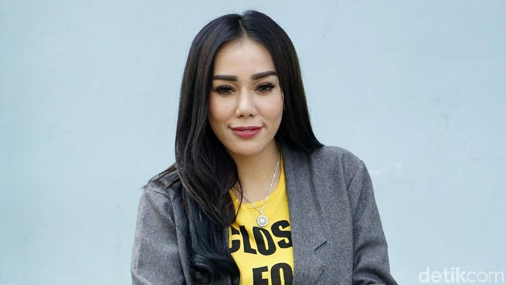Suka Ngigau Tengah Malam, DJ Bebby Fey Masih Trauma Kosnya Kebakaran
