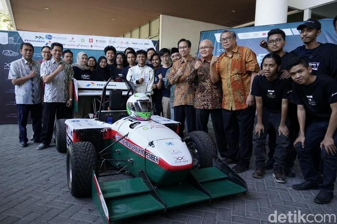 Mobil balap Formula tenaga listrik besutannya yang dipanggil Anargya EV Mark 1.0 bakal berkompetisi di Student Formula Japan (SFJ) 2019 yang diselenggarakan oleh Society of Automotive Engineers of Japan (JSAE) pada tanggal 27 - 31 Agustus 2019. Foto: Pool (ITS)