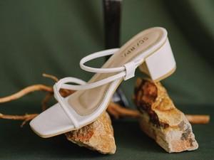 Opsi 5 Sandal Heels dengan Tali Menyimpang yang Sedang Tren dari Brand Lokal