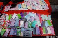 Penjualan masker meningkat karena jeleknya udara Jakarta.