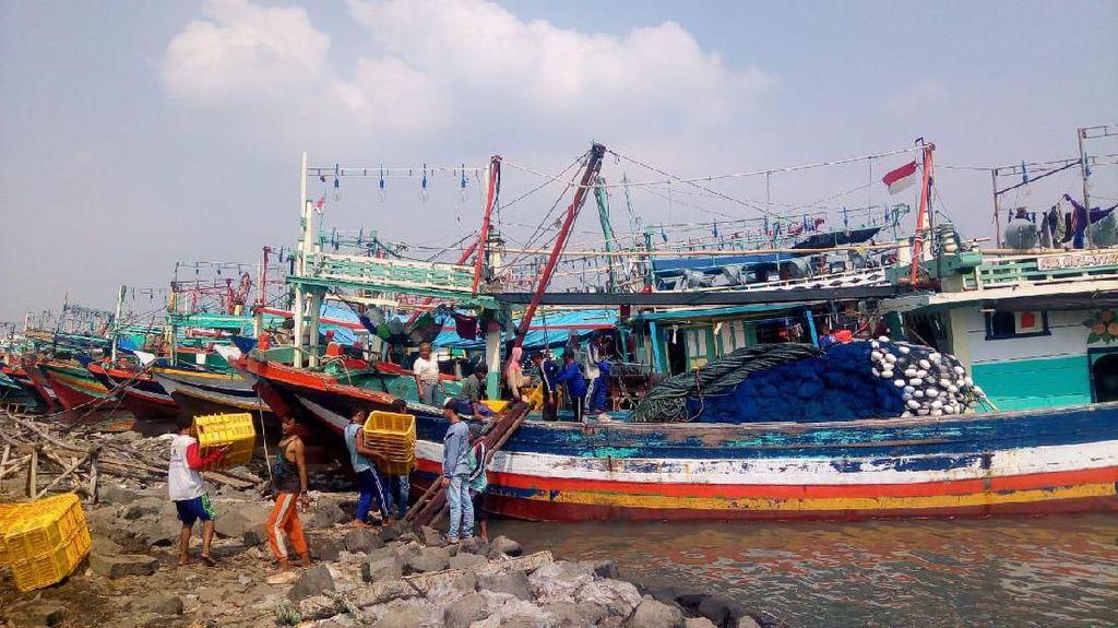 Nelayan Keluhkan Aturan Wajib Sistem Identifikasi Kapal