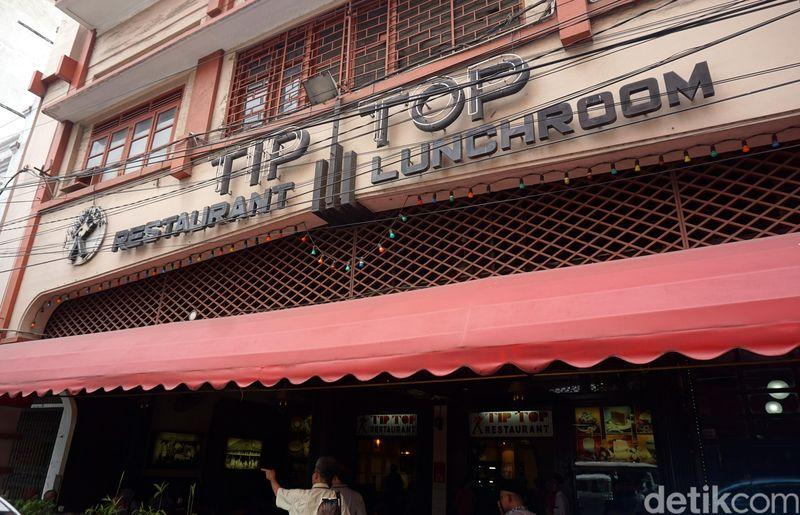 Restoran Tip Top adalaht salah satu restoran legendaris di Medan. Restoran di Jl Ahmad Yani No 92 A-B, Kesawan, Medan ini sudah ada sejak 1934. (Wahyu Setyo/detikcom)
