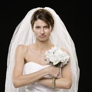 Wanita Nekat Datangi Kantor Tunangan Pakai Gaun Pengantin, Minta Dinikahi