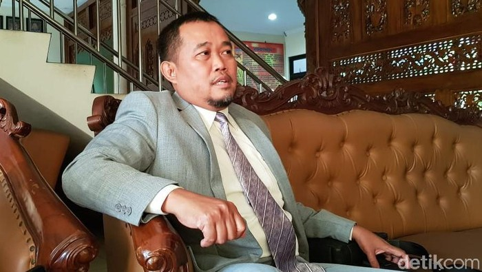 Koordinator Masyarakat Anti Korupsi indonesia (Maki) Boyamin Saiman datangi Polrestabes Semarang minta diperiksa, (8/8/2019).
