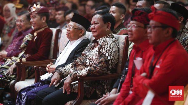 Prabowo Subianto duduk di barisan terdepan bersama Mega, Jokowi, Ma'ruf Amin.