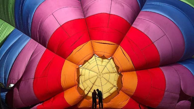 Terpesona Indahnya Warna-warni Festival Balon di Inggris