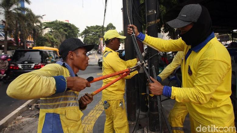 Operasi Potong Kabel DKI Tetap Jalan Meski Masuk Ombudsman