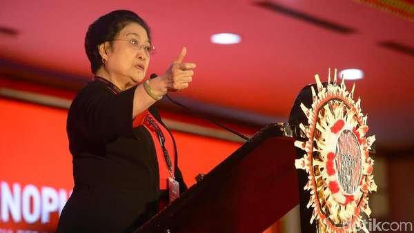 Megawati Jengkel Banyak Kader Mejeng di Pantai Bali Saat Kongres