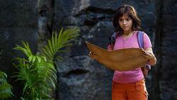 Isabela Moner Bawa Dora Jadi Superhero