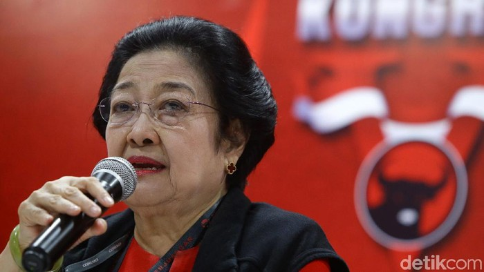 Ketua umum PDIP Megawati Soekarnoputri memberikan keterangan kepada awak media, Bali, Denpasar, Kamis (8/8/2019). Kongres V PDIP di Bali kembali mengukuhkan Megawati Soekarnoputri sebagai ketua umum. Megawati langsung diambil sumpah jabatan di hadapan para kader.