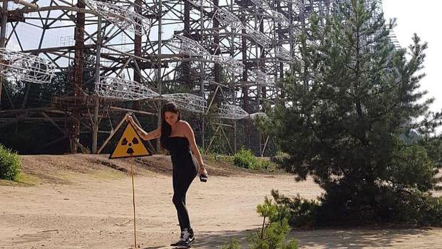 Berpose di Lokasi Bencana Nuklir Chernobyl, Model Ini Jadi Kontroversi