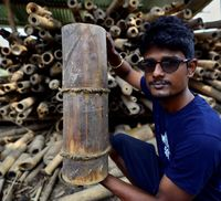 Keren! Pria Ini Buat Botol Minum Dari Bambu yang Ramah Lingkungan