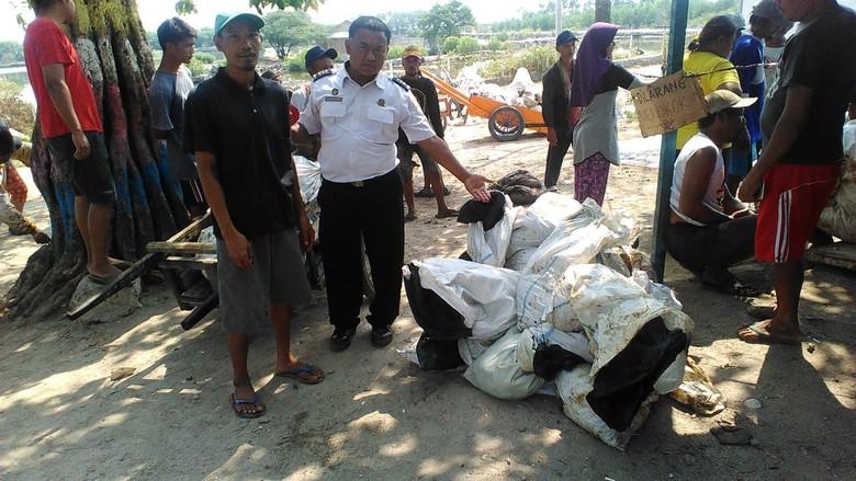 Kemenhub Angkat 4.380 Barel Tumpahan Minyak Pertamina di Laut Karawang