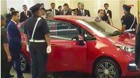 Jokowi saat disopiri Mahathir di Malaysia