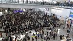 Aksi Protes di Hong Kong Berlanjut, Massa Kini Duduki Bandara