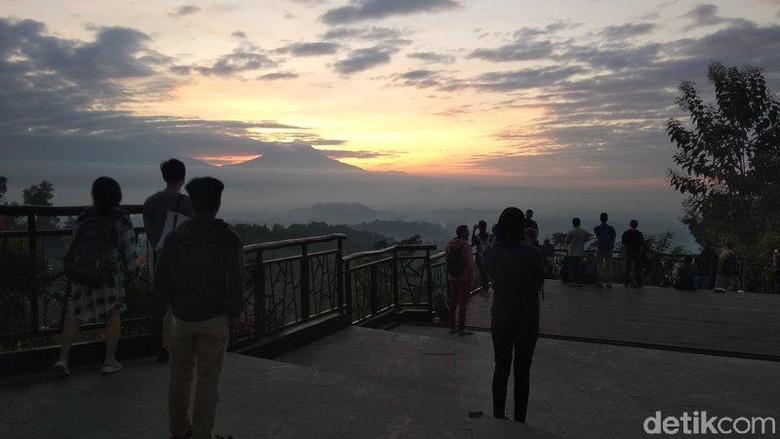 Punthuk Setumbu Magelang saat sunrise (Eko Susanto/detikcom)