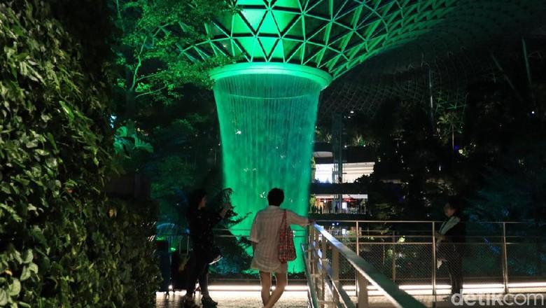 Air Mancur Jewel Changi Singapura