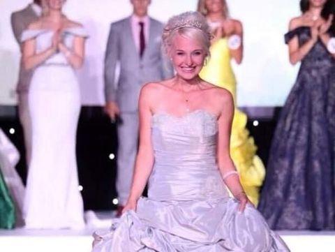 Ngeri, Finalis Ratu Kecantikan Inggris Dicium Oleh Penguntit