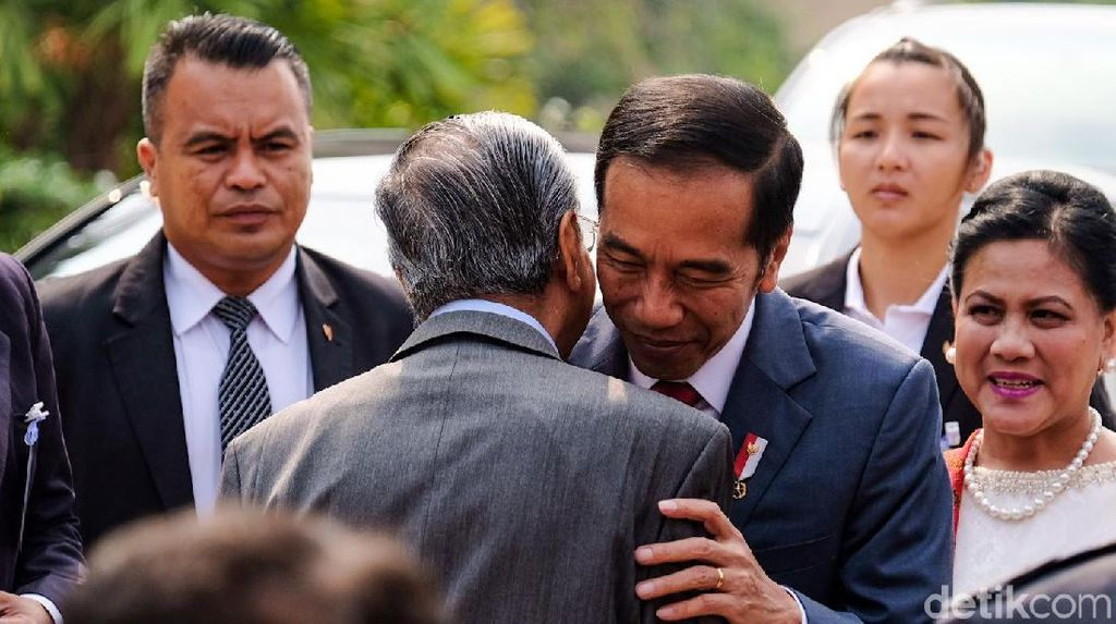 Momen Akrab Jokowi-Mahathir di Malaysia