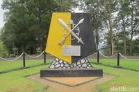 Tugu MacArthur di dekat Danau Sentani, yang dulunya adalah markas tentara sekutu (Sastri/detikTravel)