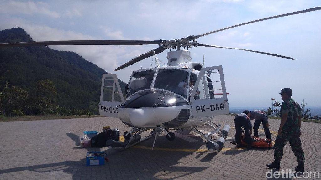 Saat Heli Water Bombing Mengguyur Kebakaran di Gunung Ciremai