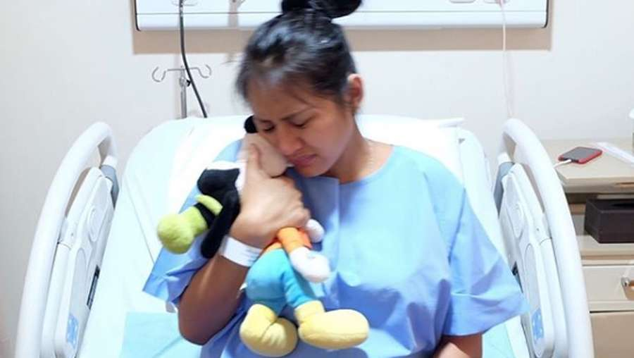 Kisah Sedih Jelly Jelo yang Lahiran Ditemani Boneka Goofy