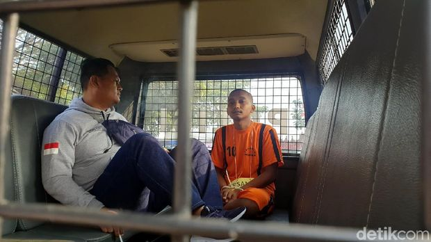 Polisi Rekonstruksi Kasus Sopir Angkot Bunuh-Perkosa Gadis di Sukabumi