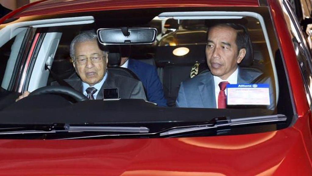 Bagi Mahathir Mohamad, Nyetir Mobil adalah Kesenangan