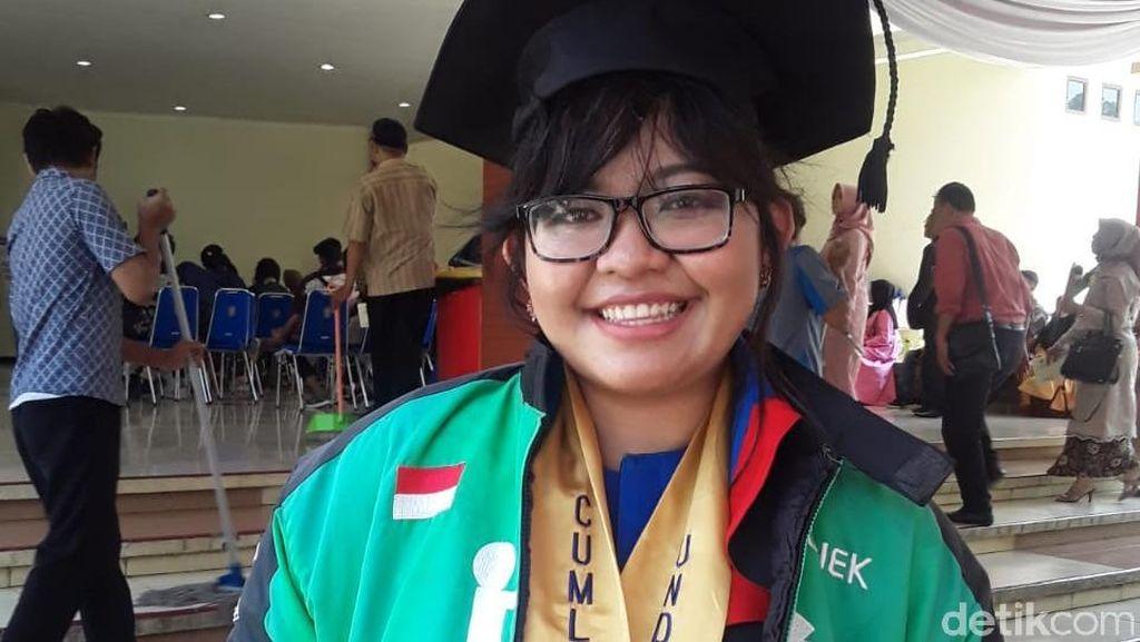 Cerita Leony, Mahasiswi Driver Ojol yang Lulus Cum Laude dari Undip