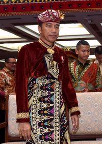 Jokowi pakai baju adat Bali saat Kongres PDIP /