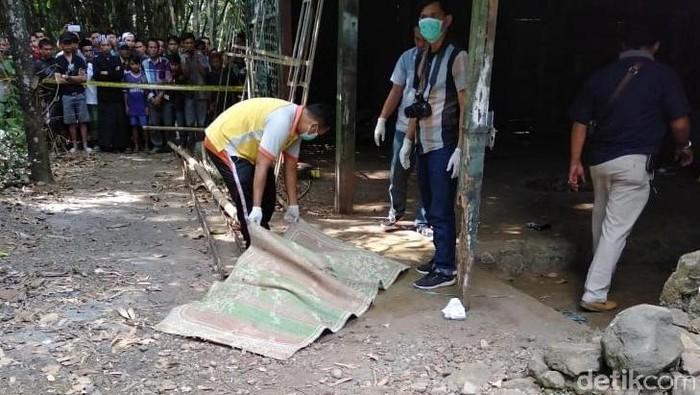 Mayat dalam karung di Kabupaten Tegal (Foto: Istimewa/detikcom)