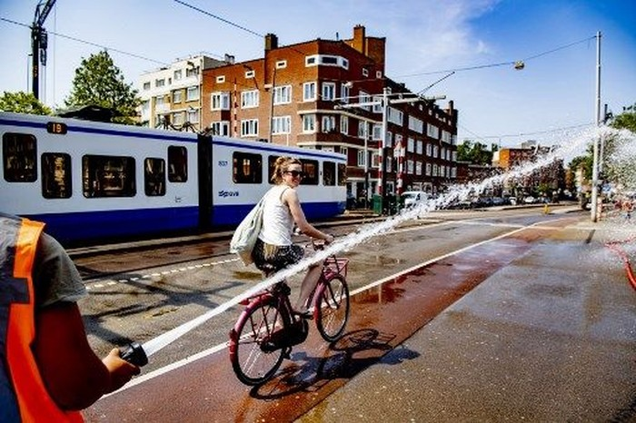 Ilustrasi Gelombang Panas di Belanda (Foto: Robin UTRECHT / ANP / AFP)