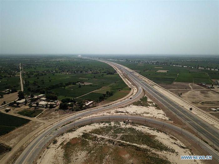 Ini adalah pemandangan dari udara jalan tol Sukkur-Multan di Multan Pakistan tengah. Tol ini dibangun oleh China State Construction Engineering Corporation.Foto: Dok. Xinhua/Ahmad Kamal