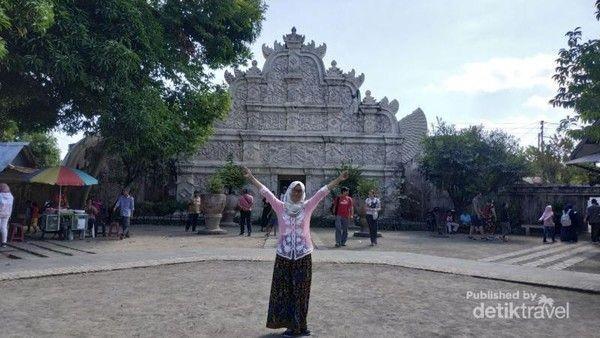 Spot wisata ini berada di Jalan Tamanan, Patehan Keraton, Kota Yogyakarta. Pecinta foto instagramable wajib nih datang ke sini karena banyak bagian bangunan Taman Sari yang begitu epik di foto. (Nyi Penengah Dewanti/dTraveler)