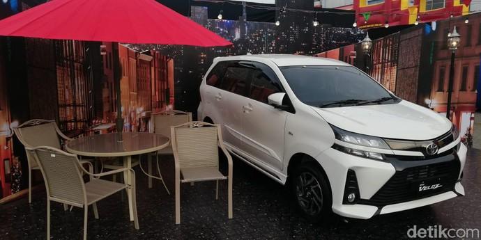 Bertempat di Plaza Medan Fair, antusiasme yang sangat tinggi ditunjukkan oleh para pengguna Avanza dan Veloz serta masyarakat kota Medan dengan mengunjungi lokasi Avanza-Veloz Sebangsa ini sejak pagi hari. Rizki Pratama/detikOto.