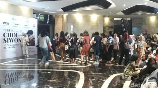 Melihat Antrean yang Mengular di Fanmeeting Siwon Super Junior