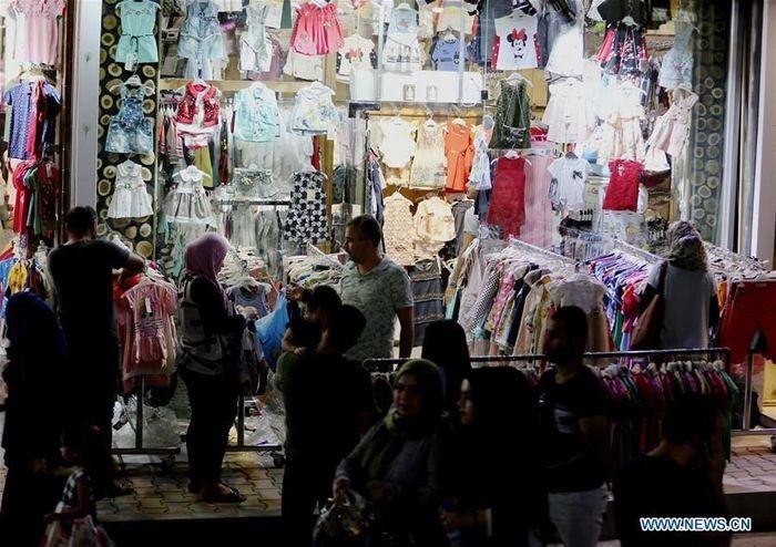 Jika tak melihat orang yang berdagang, pasar-pasar grosir ini tampak seperti suasana di Pasar Tanah Abang, Jakarta.Foto: Dok. Xinhua/Khalil Dawood