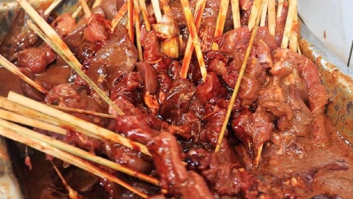 Jangan kalap makan daging kambing sampai lupakan sayur dan buah. (Foto: iStock)