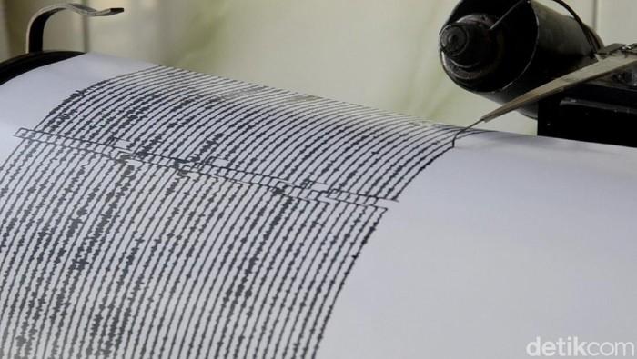 Seismograf, alat pencatat getaran gempa. Ilustrasi gempa bumi