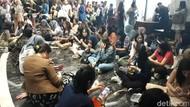 Foto Bareng Siwon SuJu, Fans Girang Sampai Menangis