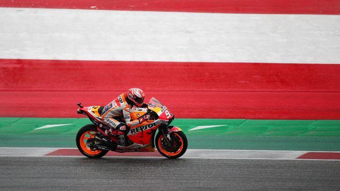 Rider Honda, Marc Marquez, masih kukuh di puncak klasemen MotoGP 2019. (Foto: Lisi Niesner/Reuters)