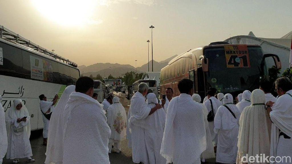 Suasana Khusyuk Jemaah Haji Wukuf di Arafah