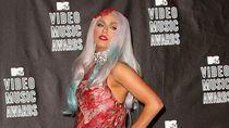 Ingat Gaun Daging Kontroversial Lady Gaga? Begini Nasibnya Sekarang