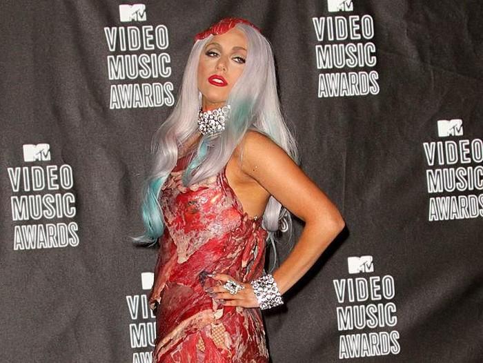 Gaun daging Lady Gaga di MTV Video Music Awards 2010. Foto: Dok. Getty Images