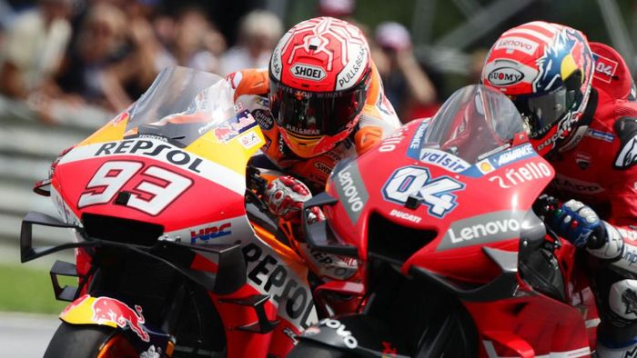 Motor Marc Marquez dan Andrea Dovizioso sempat bersenggolan di tikungan terakhir MotoGP Austria (Lisi Niesner/Reuters)