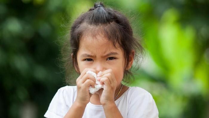 Ilustrasi anak terkena dampak polusi udara. Foto: iStock
